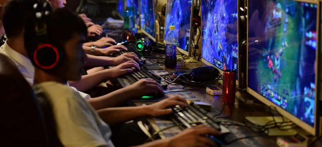 How to make a living out of online gaming?